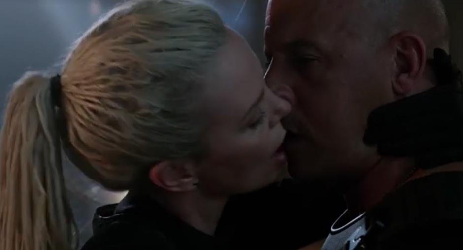 Uno de los momentos clave es el beso entre Charlize Theron y Vin Diesel. (Foto: Facebook)