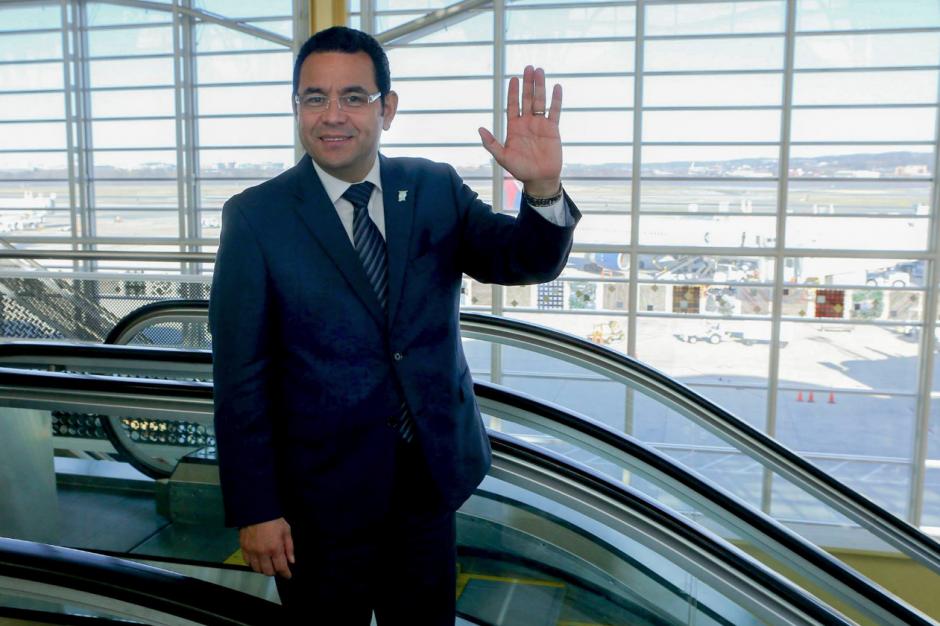 Jimmy Morales ha recorrido más de 80 mil kilómetros fuera del país. (Foto: Facebook)