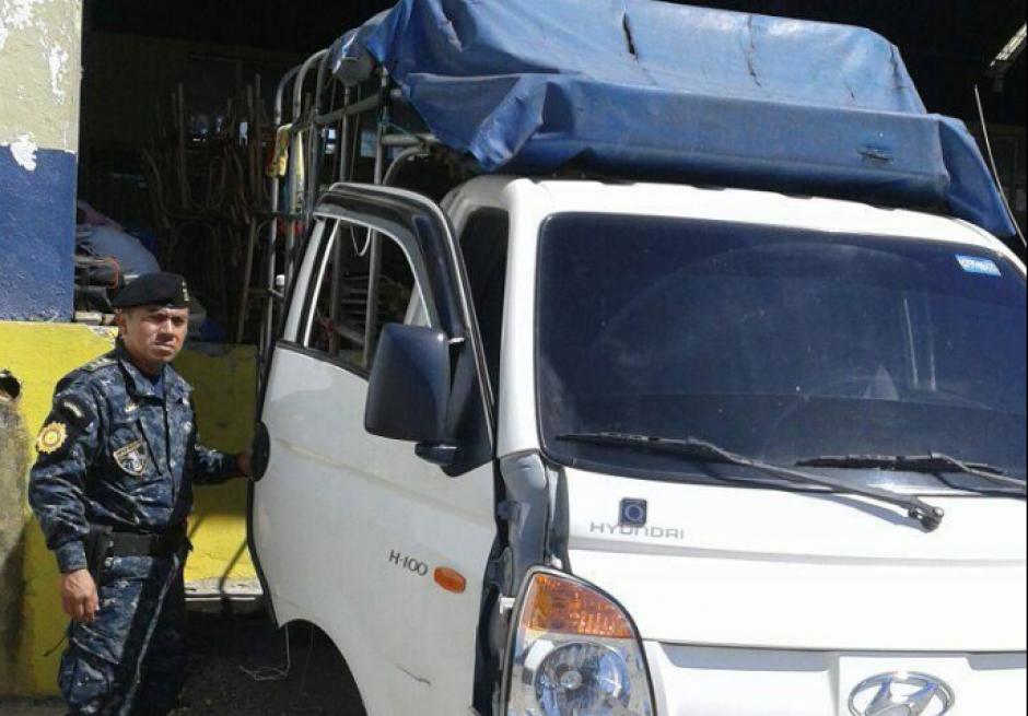 El camión tenía matrícula de El Salvador. (Foto: PNC)