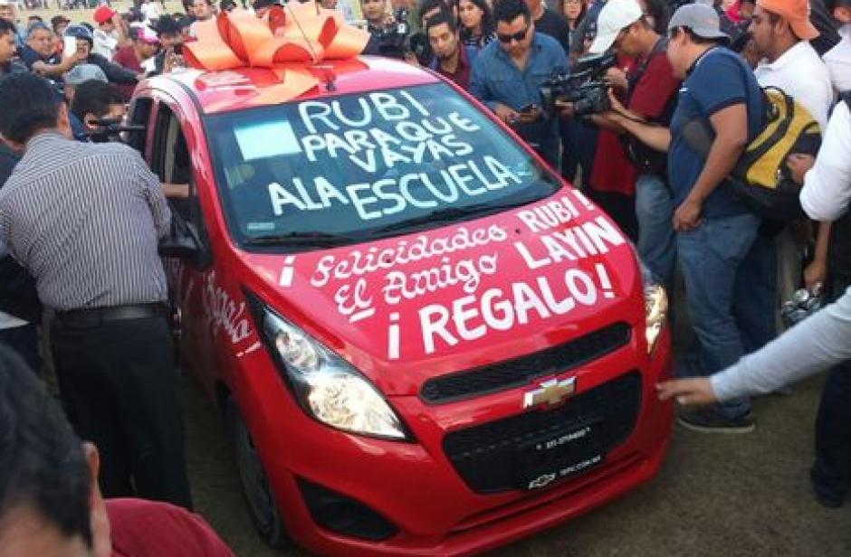 El vehículo es para que la joven vaya a la escuela, dijo el polémico alcalde. (Foto: Twitter)