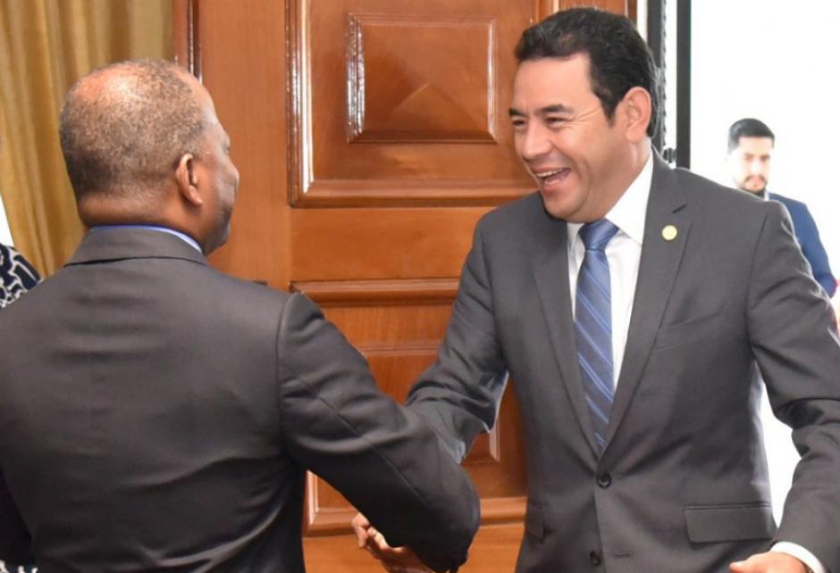 El embajador de EEUU recibió a Jimmy Morales en la residencia. (Foto: Embajada de EEUU)