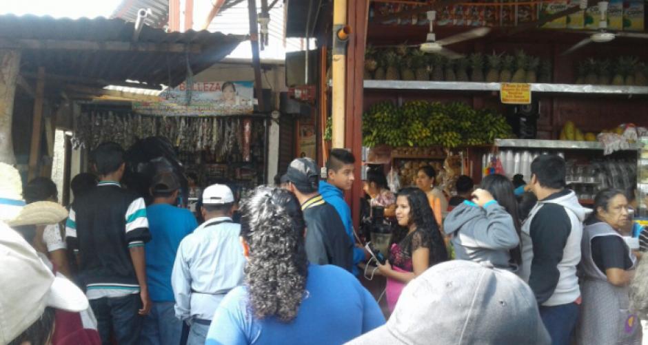 Un artefacto explotó dentro del mercado antiguo de Villa Nueva. (Foto: Dalia Santos)