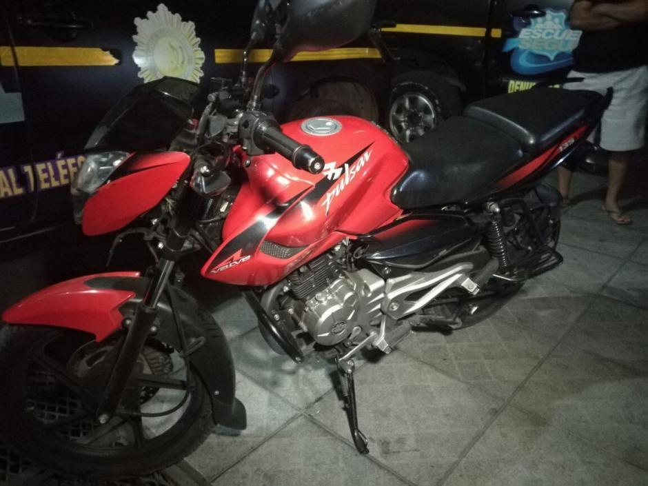 En esta motocicleta viajaban dos supuestos sicarios. (Foto: PNC)
