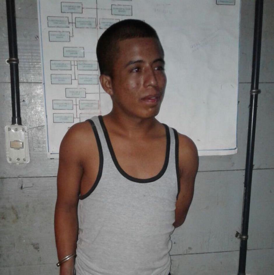 Las autoridades detuvieron a Eduardo Pérez Morales de 21 años por intentar agredir a su progenitora. (Foto: PNC)