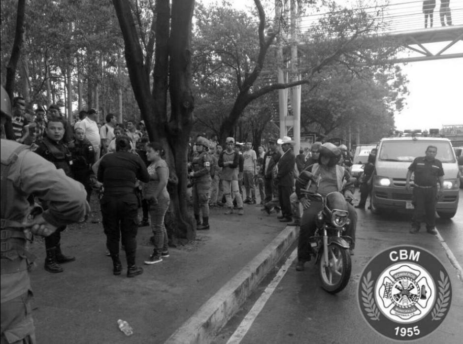 Tráfico generó el operativo policial posterior. (Foto: Bomberos Municipales)