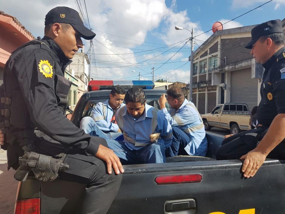 Fueron capturados en un sector de la zona 1 capitalina. (Foto: PNC)