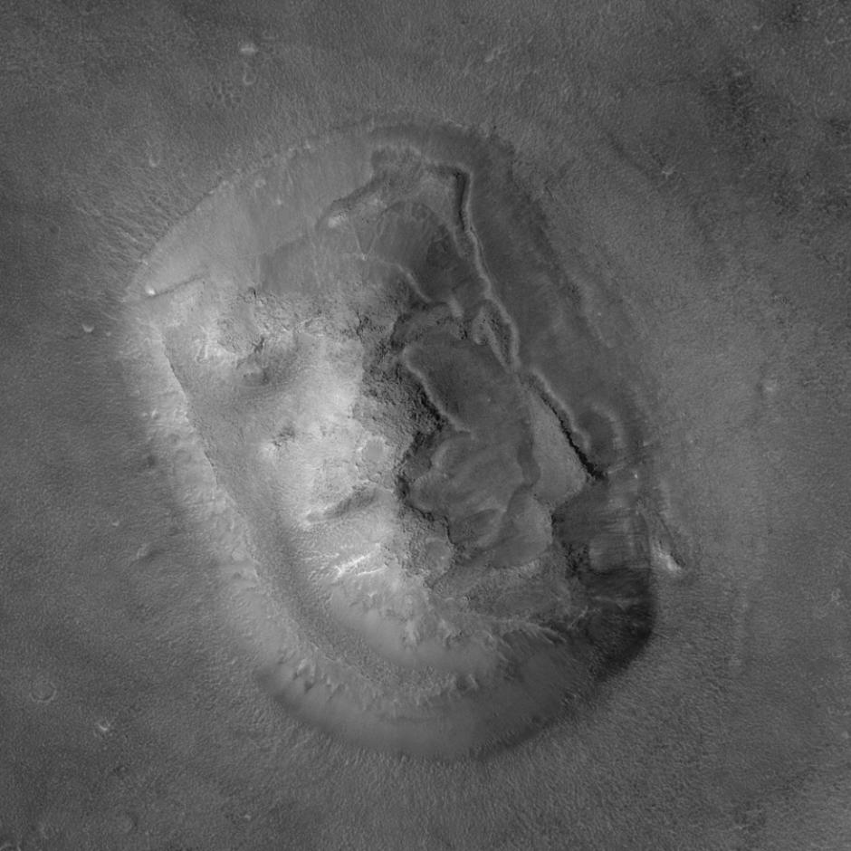 La formación rocosa tiene 3 kilómetros de largo y 1.5 de ancho y está ubicada en la región de Cydonia. (Foto: actualidad.rt.com)