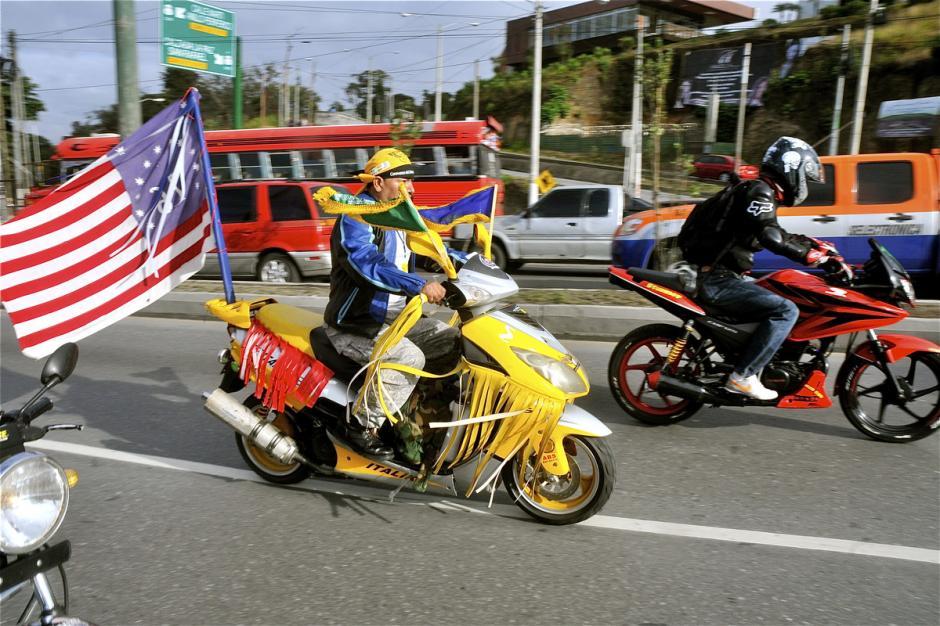 La caravana es internacional: este motorista lleva la bandera del sur de los Estados Unidos. (Foto: Deccio Serrano).