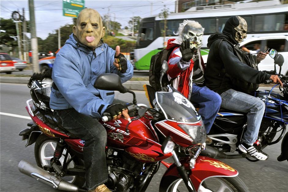 El buen humor acompaña el recorrido. (Foto: Deccio Serrano).