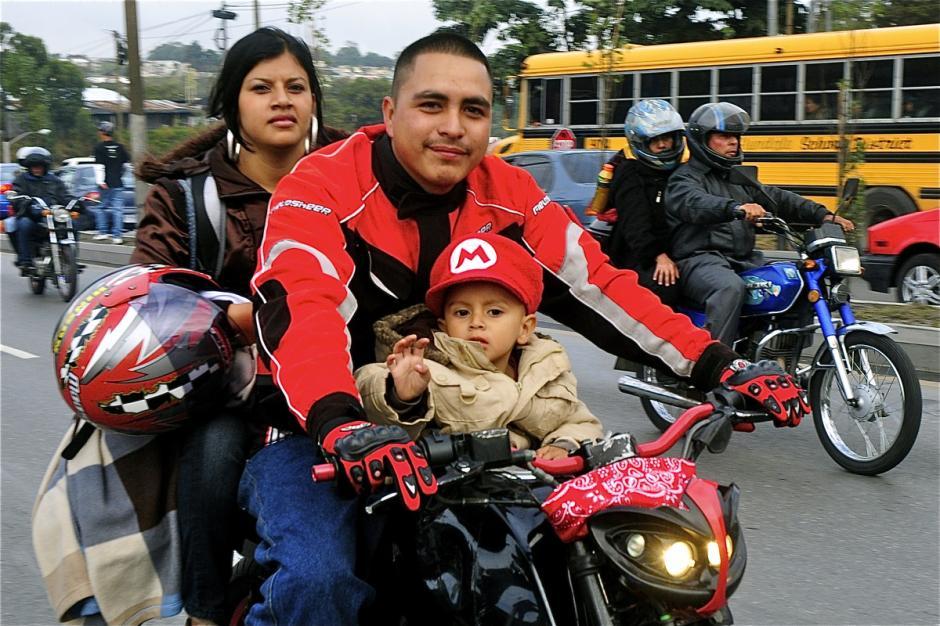 ¡No olviden los cascos! ¡Pueden salvar vidas! (Foto: Deccio Serrano).