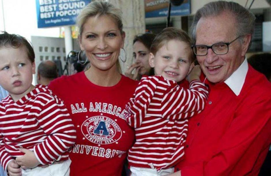 El periodista Larry King tuvo dos hijos luego de los 60 años. (Foto: caracoltv.com)