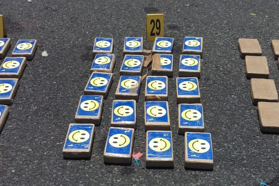 Se desconoce en cuanto está valorado el cargamento que fue localizado y que está identificado con caritas felices. (Foto: PNC)