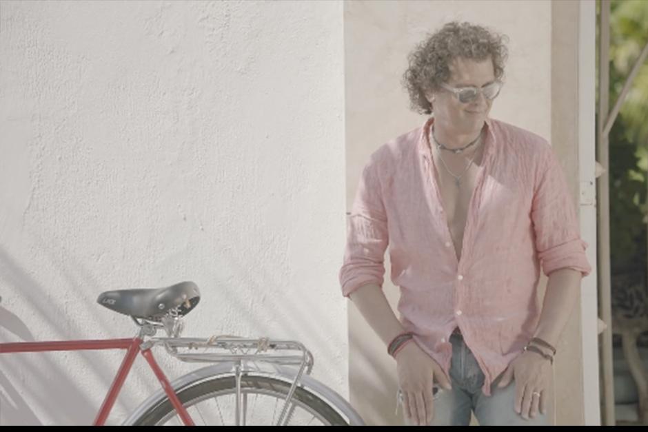 Carlos Vives hace broma del robo de su bicicleta. (Foto: YouTube)