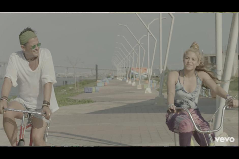 Carlos le envía un mensaje a Shakira confirmando el robo de su bicicleta y que no podrá llevarla más en ella. Foto: YouTube)