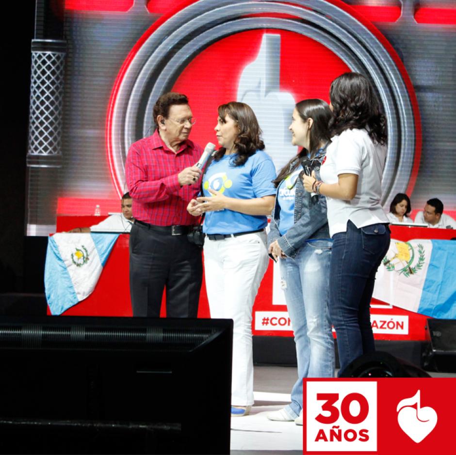 Carlos de Triana condujo parte de la trigésima edición de la Teletón. (Foto: Facebook/Teletón)