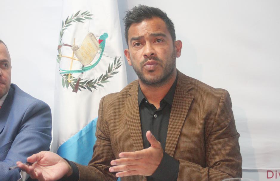 Carlos el pescado ruiz en conferencia de prensa foto