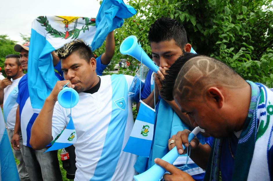 Carlos Ruiz, originario de Alta Verapaz, no dudó en viajar a Nashville, para apoyar a la selección nacional y con el cabello recortado con el 502, se ganó la admiración de sus paisanos. (Foto: Aldo Martínez/Nuestro Diario)