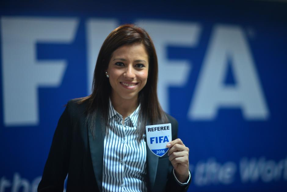 Carol Oliva, árbitro guatemalteca que recibió su gafete FIFA, puede ya dirigir partidos internacionales. (Foto: Jesús Alfonso/Soy502)