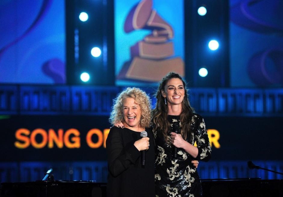 """Carole King """"Personaje del año"""" y Sara Bareilles unidas por la música. (Foto: Grammy)"""