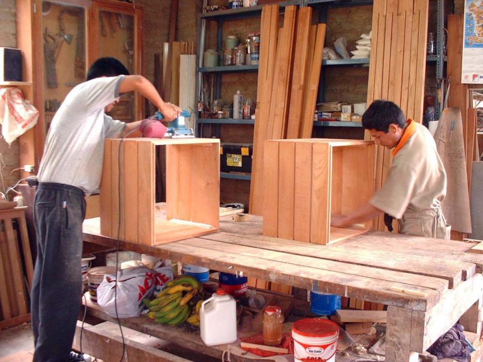 Los fabricantes de muebles y los ebanistas también tienen más posibilidades de desarrollar cáncer nasal, ya que están directamente expuestos al polvo de la madera. (Foto: Google)