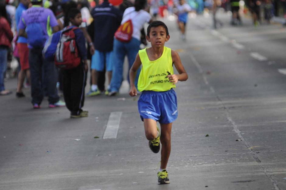 Muchos niños cruzaron la meta en la tercera edición de la Carrera Familiar de McDonald´s.  (Foto: Pedro Pablo Mijangos/Soy502)