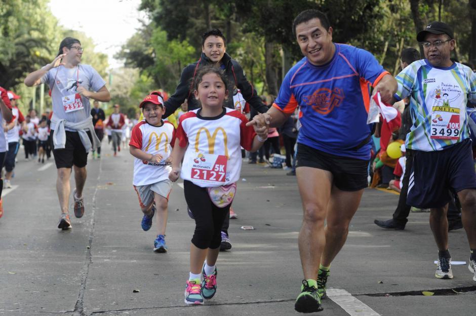 De generación en generación. Así compartieron los guatemaltecos este domingo.  (Foto: Pedro Pablo Mijangos/Soy502)