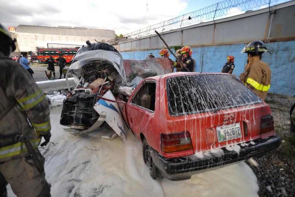 El dueño del carro destrozado por el accidente no estaba en el lugar. (Foto: Wilder López/Soy502)