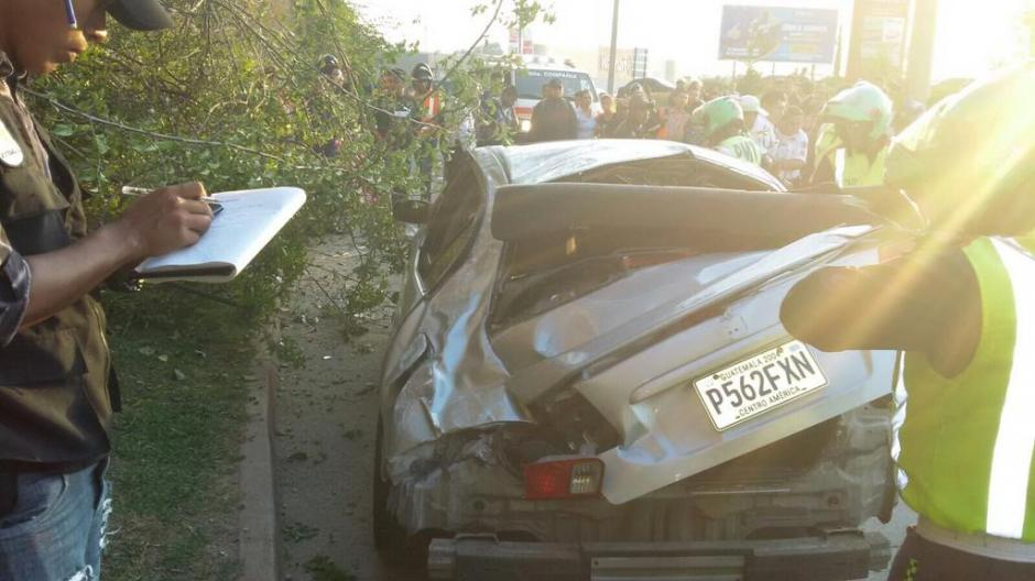 El automóvil quedó inservible luego del accidente. (Foto: Amílcar Montejo/PMT)