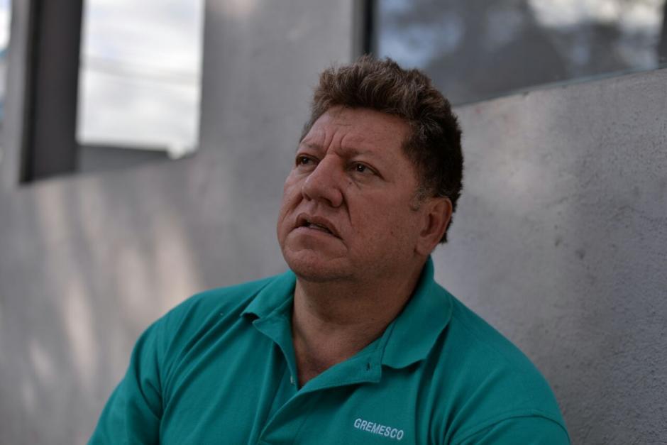 Armando Méndez es el dueño del carro que resultó dañado. (Foto: Wilder López/Soy502)
