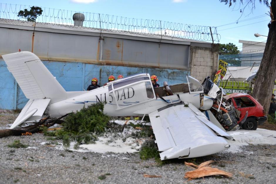 La avioneta se desplomó en un sector de la zona 9. (Foto: Wilder López/Soy502)