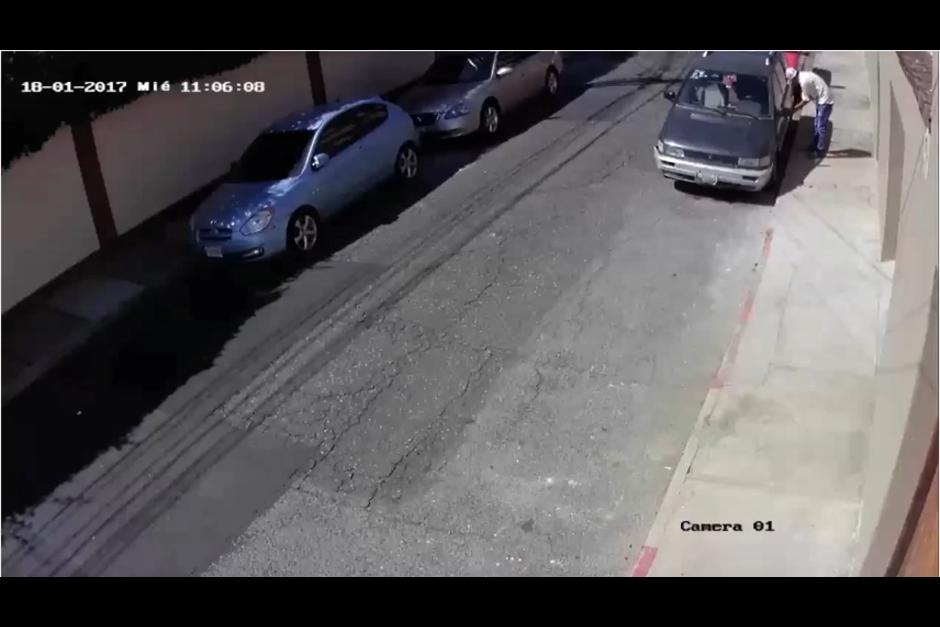 El auto fue robado en un sector de la zona 10. (Foto: Facebook/Pablo Ojeda)