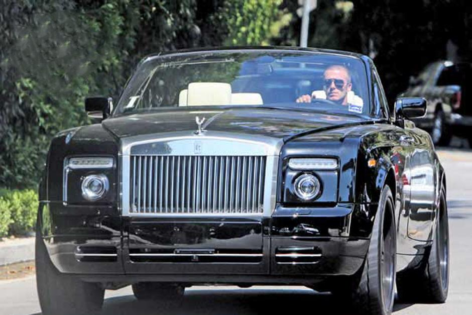 David Beckham invirtió 500 mil dólares en 2008 para adquirir este Rolls Royce personalizado que aún conserva.El Rolls-Royce Phantom es un automóvil del segmento F.