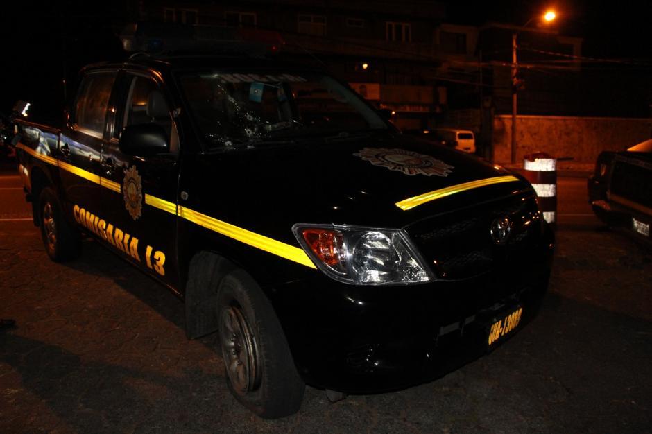 Esta es la patrulla que fue atacada por desconocidos que se conducían en vehículo robado. (Foto: PNC)