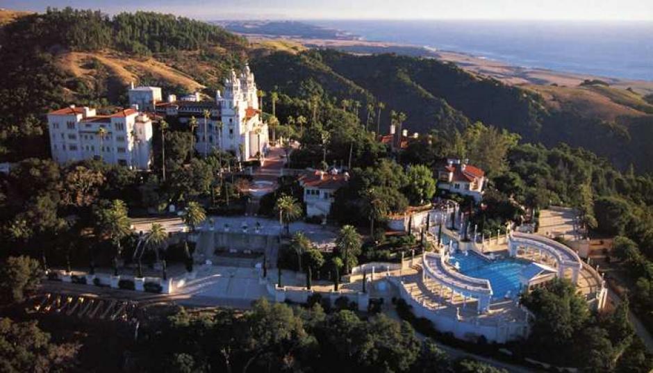 Está ubicada en California, Estados Unidos y cuesta 191 millones de dólares. Tiene 27 habitaciones. Es propiedad de William Randolph Hearts, magnate de los periódicos. (Imagen: CaliforniaBeaches.com)