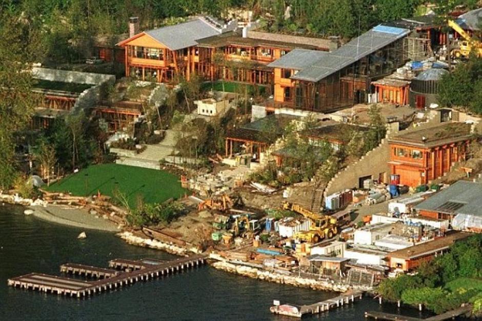 Está ubicada en California y cuesta 200 millones de dólares. Tiene 10 edificios, un lago e incluso una casa del té. Es propiedad de Larry Ellison, cofundador de Oracle. (Imagen: HotBuzz)