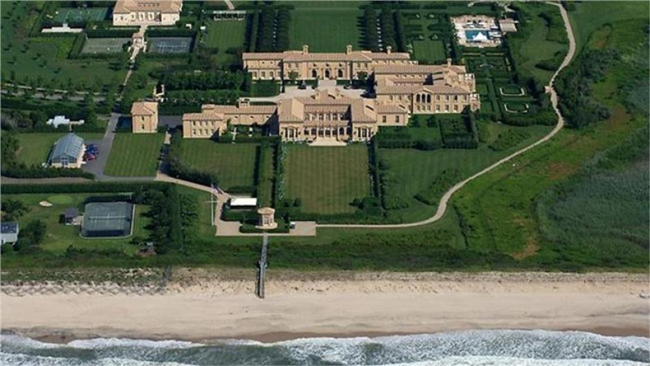 Está ubicada en Nueva York y cuesta 248 millones de dólares. Tiene 29 habitaciones y 39 baños, boliche, squash y tres pisinas. Es propiedad de Ira Rennert, propietaria de Renco Group. (Imagen: XciteFun)