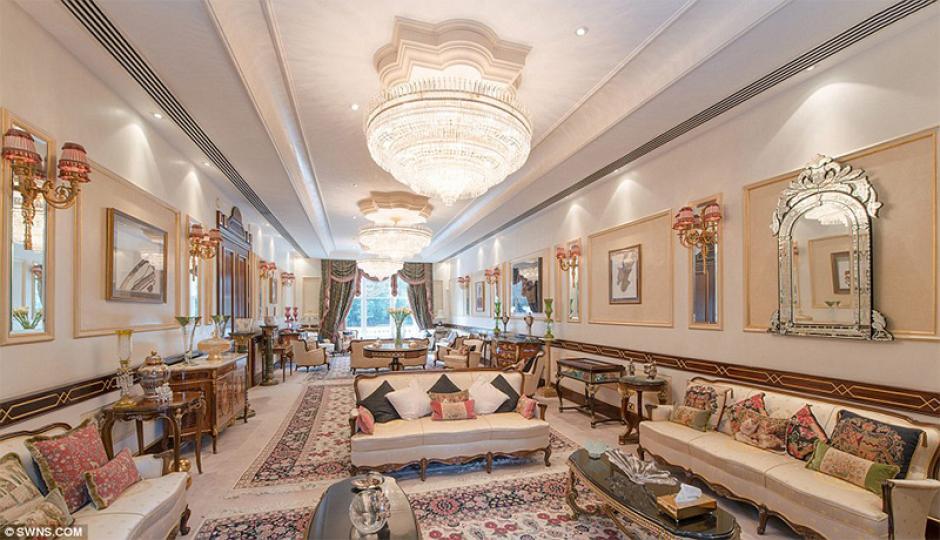 Está ubicada en Londres y cuesta 128 millones de dólares. Tiene 10 habitaciones, piscina, sauna, gimnasio y cine. Es propiedad de Olena Pinchuk, hija del segundo presidente de Ucrania. (Imagen: Wikipedia)