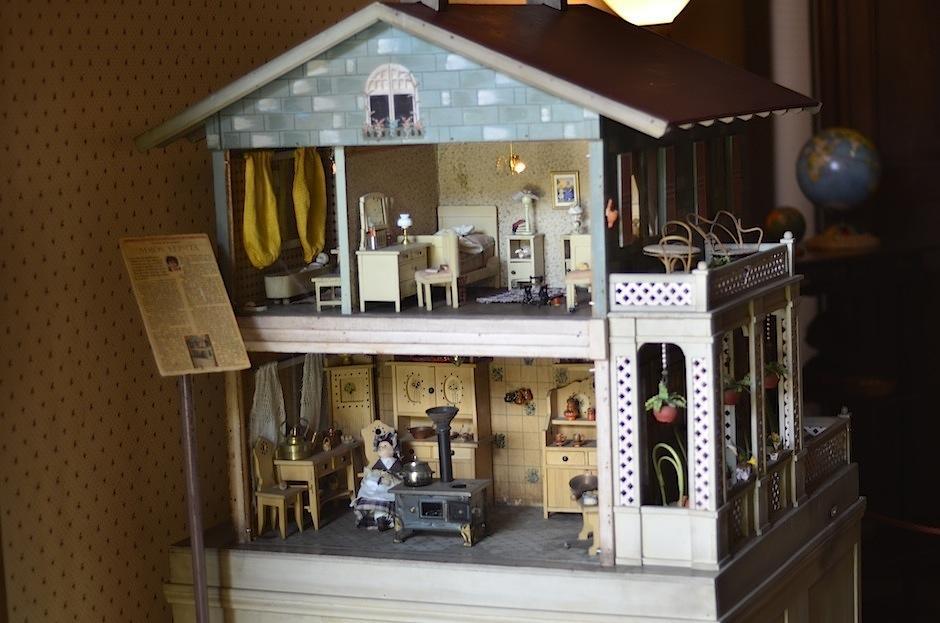Esta casita de muñecas fue traída de Alemania en la década de los años 20. (Foto Selene Mejía/Soy502)