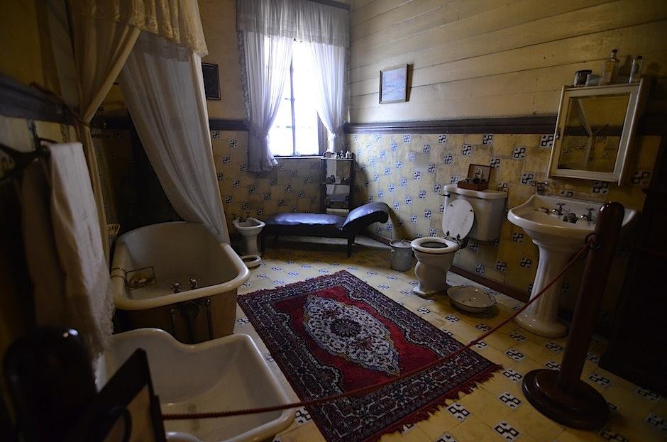 El baño tiene piezas inglesas. (Foto: Selene Mejía/Soy502)