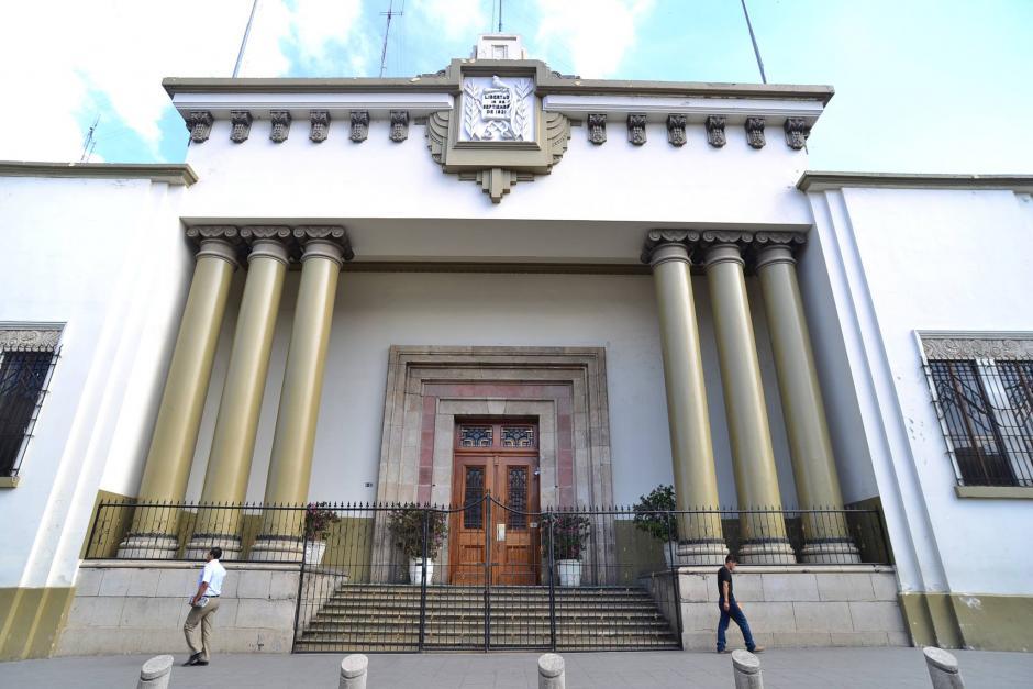La Fiscalía de Lavado de Dinero ingresó a la casa Presidencial. (Foto: Archivo/Soy502)