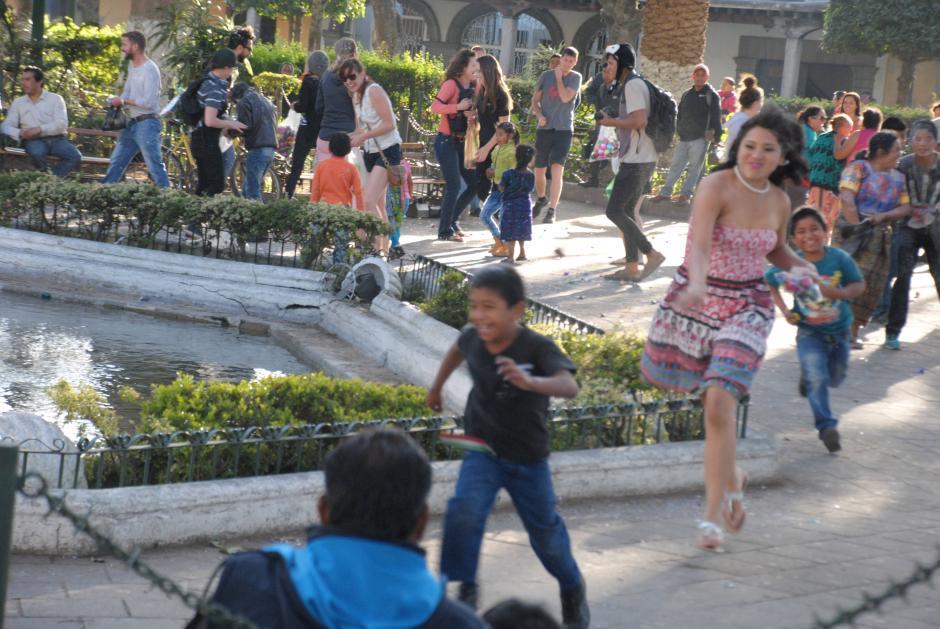 Los niños fueron los que más disfrutaron de la guerra de cascarones. (Foto: Pablo Solís/Nuestro Diario)