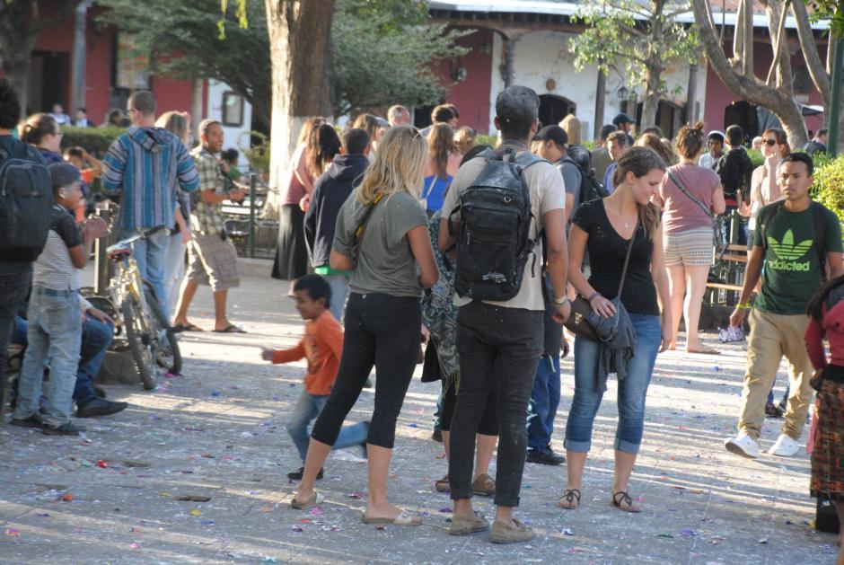 Guatemaltecos y extranjeros compartieron de la tradición guatemalteca. (Foto: Pablo Solís/Nuestro Diario)