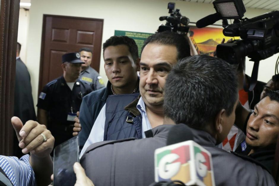 El hermano del Presidente e hijo pagaron la caución de Q100 mil para salir libres. (Foto: Alejandro Balan/Soy502)