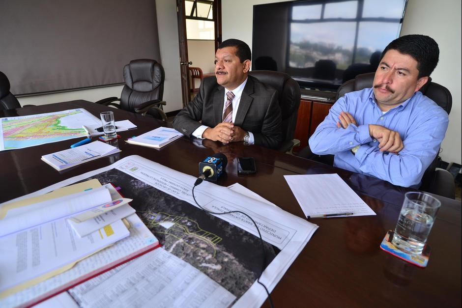 Antonio Coro y Victor Alvarizaes son los funcionarios de la Municipalidad de Santa Catarina Pinula a quienes el MP relaciona con la tragedia de El Cambray II. (Foto: Archivo/Soy502)