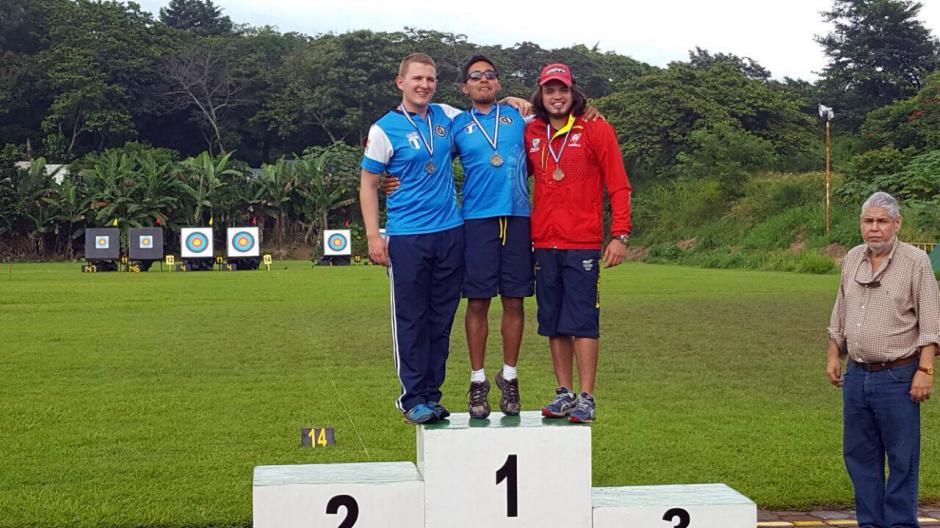 Diego Castro, Flossbach y López (recurvo mayor). (Foto: COG)