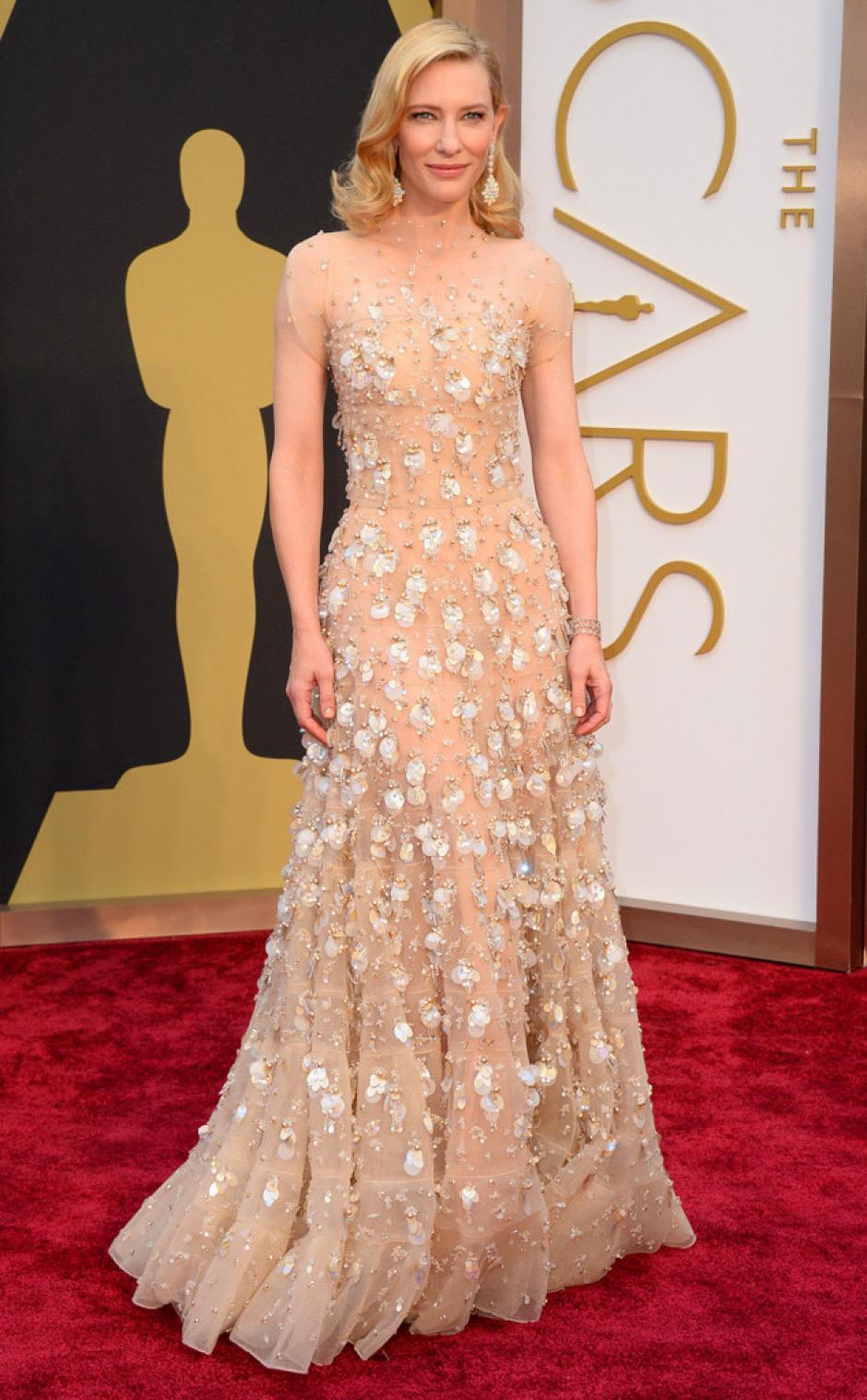 """Cate Blanchett, nominada a mejor actriz por la película """"Blue Jasmine"""". Lleva un vestido Giorgio Armani (Foto: AFP)"""
