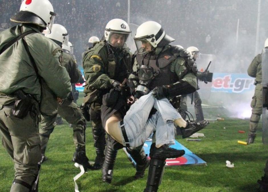 La policía debió de intervenir. (Foto: Twitter)