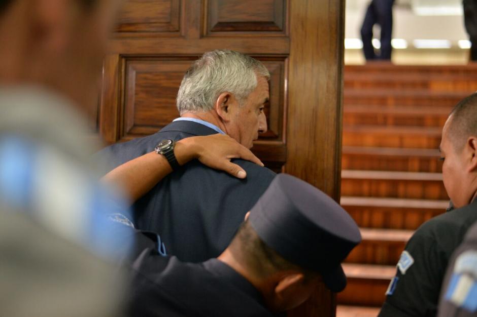 El expresidente Otto Pérez Molina fue revisado minuciosamente antes de su ingreso, (Foto: Wilder López/Soy502)