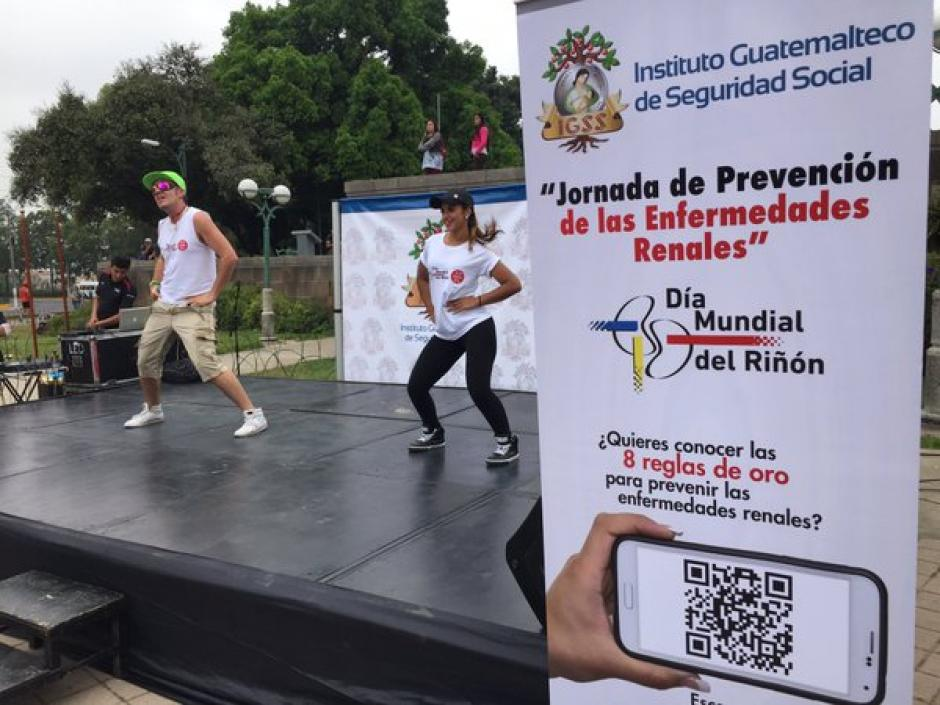 Como parte de las medidas preventivas, se imparten clases de zumba. (Foto Twitter/@Noticias_IGSS)