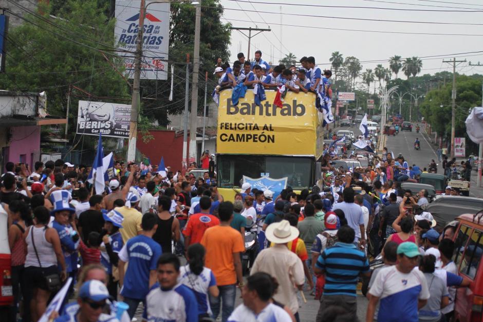 El equipo de Suchitepéquez ofreció la copa a su afición. (Foto: Luis Barrios/Soy502)